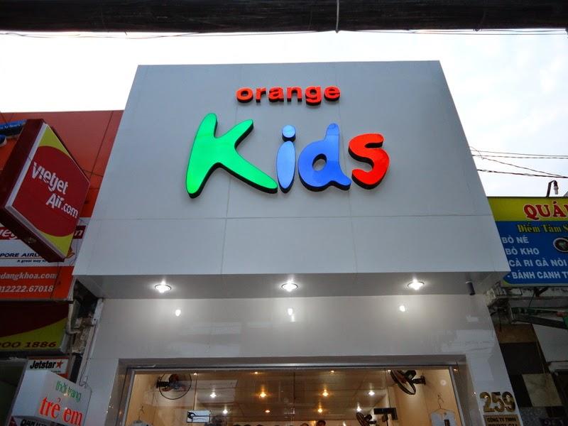 mẫu biển quảng cáo quần áo trẻ em