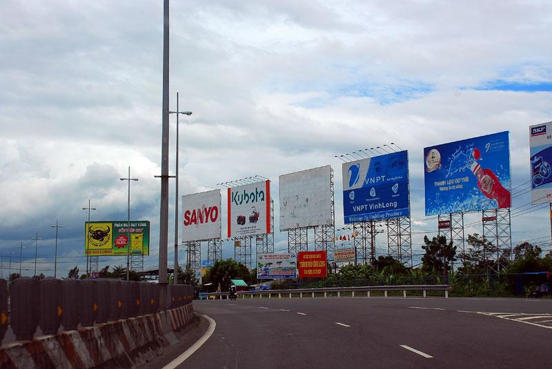 biển quảng cáo ngoài đô thị